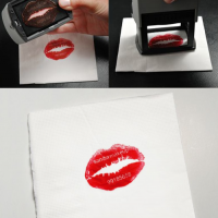 10-lipstick-business-card